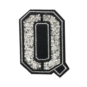Q Mektup Sıcak Düzeltme Rhinestone Yama Dikiş Demir On Alfabe Rozetleri Nakış Aplikler El Yapımı Çanta Kot Elbise T Gömlek Için DIY aksesuarları