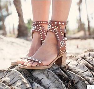 Рим винтажном стиле рок сандалии с пряжками на толстом каблуке сандалии-гладиаторы Женская обувь Cool Bling Заклепки Стад Летние сандалии Zapatos Mujer