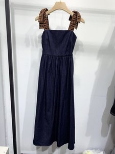 2020 mangas Painéis oco para fora a letra Milan Runway Vestido Designer vestido de marca vestido estilo Same 0422-3