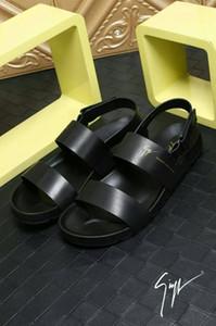 2019 чистый черный мужские сандалии два слово сопротивления кожи высокого класса уширение и более комфортно носить