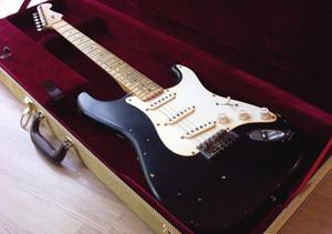 Costumbre Eric Clapton Blackie pesado tributo Relic Masterbuilt Negro nitrocelulosa ST John Inglés guitarra eléctrica del cigarrillo quemado del cabezal
