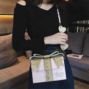 Designer-Ins Super-hot Baggage Girl bag eveving partybags 2019 Coloured Rivet Shoulder bag fashion beauty handbags with bow heart bag