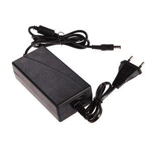 MDL-1250 AC 110V 100-240V adaptateur convertisseur DC 5,5 mm x 2,5 mm 5.5mmx2.5 12V 5A 5000mA Chargeur EU / US Plug pour Bandes LED Écran LCD 15