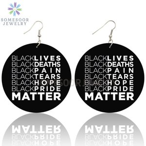 SOMESOOR Black Tears Vidas dolor esperanza importa Diseño de madera pendientes de gota estadounidense Resist refranes impresos Loops para mujeres Los regalos
