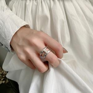 HUANZHI 2020 Nueva capa minimalista color plata del doble Smooth forma de doble anillo ancho Circle H Versión de la joyería del partido de las mujeres