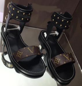 Nuove donne classiche in stile europeo Unisex sandali scarpe moda tomaia in metallo solido fibbia fibbia decorazione lettera taglia 35-41 con scatola L15
