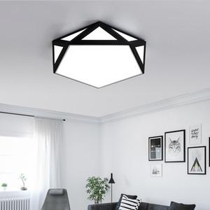 2019 Nouveau moderne Noir / Blanc LED lustres de plafond pour Salon Chambre Hall d'entrée fer Polygon Led Lustres Lighting Lampadas