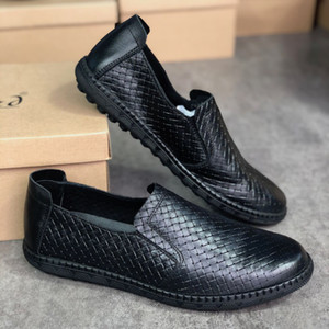 Mens вскользь сплетенный кожа Loafer обувь мужская обувь лодки скользят по резиновой подошве Классический летний стиль с коробкой