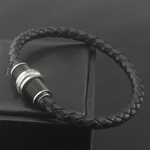 Diseño de lujo pulseras de cuero negro brazalete para hombres acero inoxidable hebilla de tornillo en color negro ajuste muñeca perímetro 165-185mm tienen caja