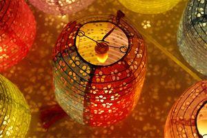 Oco-out Lanterna de papel Forma de cabaça de cera cilíndrica Lanterna luminosa Lanterna de papel Lâmpada Decoração ao ar livre Presente para crianças