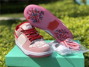 2020 strangelove x Zapatos SB Dunk Low brillante Melón Gimnasio Rojo-Med Soft Pink wifes diseño hijas regalos de los amantes zapatillas de deporte corrientes de San Valentín