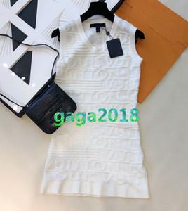muchachas de las mujeres de gama alta camisa de vestir de punto jacquard cubierta carta sin mangas con cuello en V corta falda de una línea de moda para mujer de 2020 vestidos de estiramiento