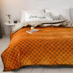 Lettre de luxe Couverture d'impression douce et Dyeing Coral Blanket Canapé-lit voiture chaud Couverture souple et confortable Assura Qualité