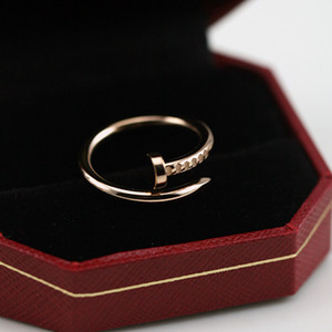 Venda quente de aço 316L Titanium Design clássico 316L Titanium amantes pregos de aço anéis de tamanho entre homens e mulheres anel de jóias PS6402