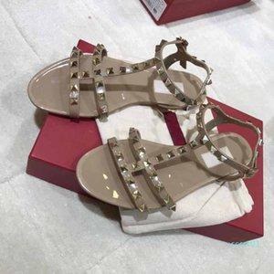 Moda Lüks Kadın Tasarımcısı Sandalet Perçinler Big ilmek Yaz Plaj Sandalias Femininas Sandale Düz Jelly Sandalet Boyut 35-40 CT1
