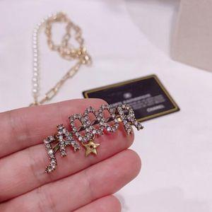 Toptan Bling Bling Kristal Harfler Broş Pins Rozet Bakır Marka Harfler Broşlar Kadın Takım Gömlek Yaka Iğneler Aksesuarları Takı