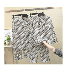 Impresión de la letra de manga larga con cuello en V pantalones pijama de seda Traje juego del ocio Pareja blandas de uso Inicio Hombres Mujeres Marca D