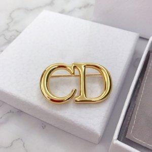 Explosive Mode Brief hohle Plattierung dickes Gold Designer Broschen Luxus-Designer-Schmuck Frauen Brosche