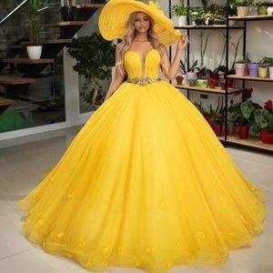 Palla gialla Quinceanera Abiti Sweet Heart sweep treno Applique Beads pieghe convenzionale lungo da partito degli abiti di promenade per Sweet 16 Plus Size