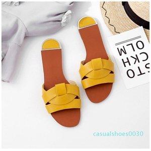 Casual Sandalet Yumuşak Kapak On Kadınlar Terlik Deri Slaytlar Şık Ayakkabı Yaz Plaj Sandalet Kayma Bayan Moda Ayakkabılar C30 Flops
