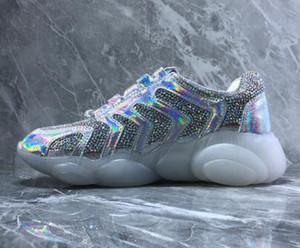 Top bonnes femmes prix Ours Tendance matériaux réfléchissants, diamant tissu, fond transparent Ours, chaussures colorées laser cristal, dames chaussures de course