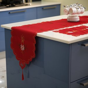 Elegante Corredor Da Tabela De Cetim 40 * 170 cm Natal Papai Noel Toalha de Mesa Bordado Oco Out Projeto Toalhas de Mesa de Alta Qualidade