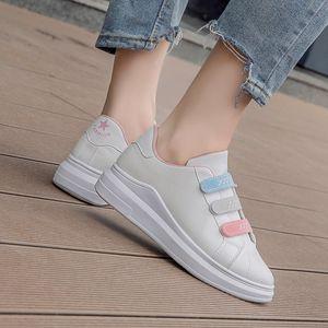 2019 otoño nueva versión coreana versátil velcro gruesas pequeños zapatos blancos únicos deportes de ocio estudiante de la manera escogen los zapatos femeninos zapatos femeninos