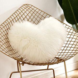 Coeur en forme de coussin fourrure de laine Couvertures Faux moelleuses en peluche Coussin couverture Taie d'oreiller taie d'oreiller Canapé Décor voiture Lavable