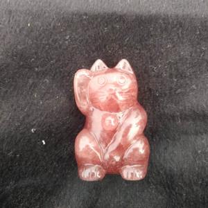 Hand Carved Natural cristal de quartzo Fortune Cat morango pedra de cristal de Lucky Cat Figurine Cura Crystal Stone Decoração presente
