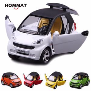 HOMMAT 01:24 Simulação Smart ForTwo Metal Alloy die-cast Veículo Modelo Carro do metal caçoa o presente do carro brinquedos para as crianças puxar para trás Y200109