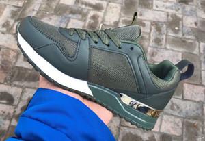 Cuoio popolare caldo di lusso dei pattini casuali delle donne degli uomini delle scarpe da tennis del progettista pattini di cuoio Lace Up scarpe colore misto