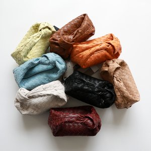 De cuero de los tejida nubes Bolsa Bolsa de Mujeres minimalista 2020 nuevo de la manera Mini embrague suave albóndigas diseño de las manchas