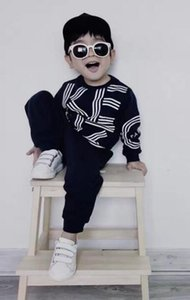 Niños traje de diseño Ropa del bebé alrededor del cuello de ropa de niña bebé del diseñador de manga larga jersey + pantalones de la camisa de dos piezas de sección delgada