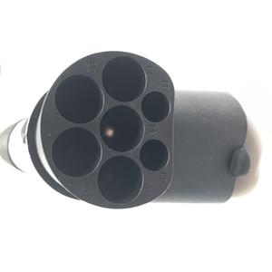 El enchufe macho trifásico estándar de CA de una fase de 32A se conecta al enchufe de carga de CA de 120V del lado de la fuente de alimentación IEC para automóviles electrónicos
