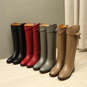Venda quente-nova moda outono inverno sapatos mulher de couro joelho botas de cavaleiro alto fivela de metal dedo do pé redondo salto baixo mulher deslizamento sobre botas