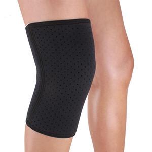 Transpirable deportes de los hombres de la pierna de la rodilla de la rótula de apoyo del abrigo del cojín del protector de la manga Negro