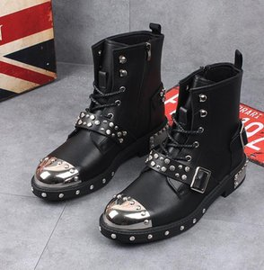 Botas de tobillo de moda para hombre Remaches Punk Boots Primavera otoño Botas de metal Hombres Top alto bota de moto de cuero para hombre