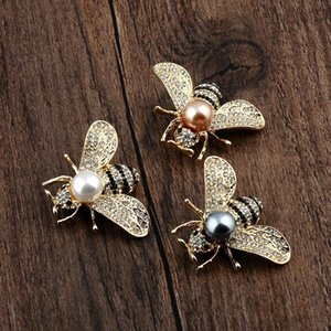 New fashion hot sale brooch three-dimensional small bee highlight pearl brooch small suit exquisite alloy pin