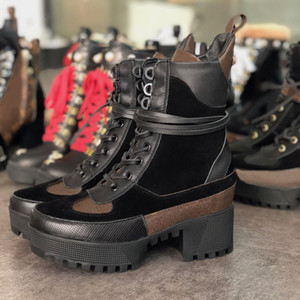 Damenstiefel Martin Stiefel Laureate Platform Desert Boots Frauen stickte Stern Bee rote Spitze Chunky Heel Booties Mode Winter Party Stiefel