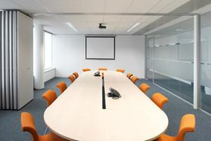 1. Akustische Folding Holz Stoff Sliding Konferenzraum Movable Betreibbare Trennwände für Bankettsäle