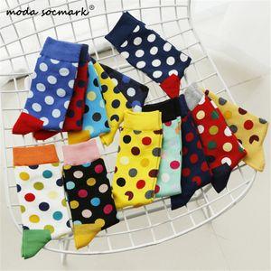 Moda Socmark Marka Mutlu Çorap Erkek / Bayan 20 Renkler Yuvarlak Dalga Noktası Çorap Moda Pamuk Çift Uzun Çorap 2019 Kaykay