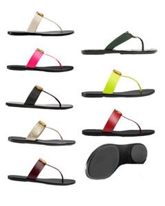 das mulheres dos homens de couro da moda t-strap Thong sandálias Esportes Piscina chinelos planas embelezada com detalhes da antiguidade do ouro-tonificado