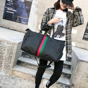 Elegante nylon impermeabile multifunzionale Breve Travel Bag Stripe portatile con scarpe Deposito impermeabile grande capacità Gym Bag