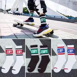 Sock 19SS Nova Tendência Verão Rua Casual Mulheres Homens da moda Sport Style Skateboarding Ins Popular RAP Padrão Colégio Sock