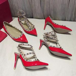 Sandalias remachadas 2019 Nuevo patrón Diseñador de cuero Marca Zapatos de tacón alto Banquete Fiesta sexy en la playa Zapatos de boda [Slingback Pumps sandals]