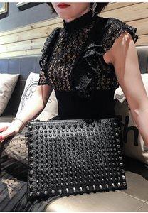 Marka tasarımcı lüks kadın çantası, perçin moda kişilik debriyaj çanta, moda debriyaj çanta büyük kapasiteli Kore versiyonu