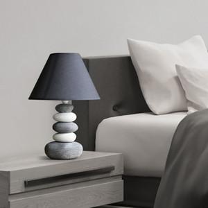 الشمال الحديثة الحد الأدنى مصباح طاولة الأزياء غرفة نوم السرير شخصية الإبداع بسيط مصباح طاولة الدراسة الحارة الأوروبية