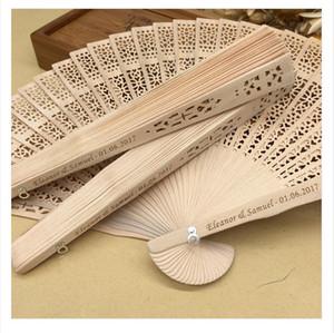 Livraison gratuite en vrac 100pcs / lot personnalisé faveurs de mariage en bois fan party cadeaux cadeaux bois de santal pliant éventails