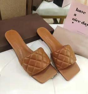 Las mujeres acolchado sandalias Chic Summer Girl cómodo plana del deslizador de la señora del diseñador de cuero acolchado cuadrado Sole Diapositivas mula