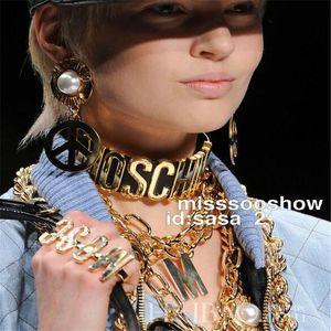 Nouveau style Hip Hop Lettre Femmes Mode Chokes Personnalité cuir Lady Marque Colliers Night Club Exagération Femme Colliers Choke